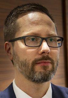 Åklagare Johan Rud ställde relevanta frågor om hur DHL beställt transporterna av det aktuella åkeriet. Foto: Göran Rosengren