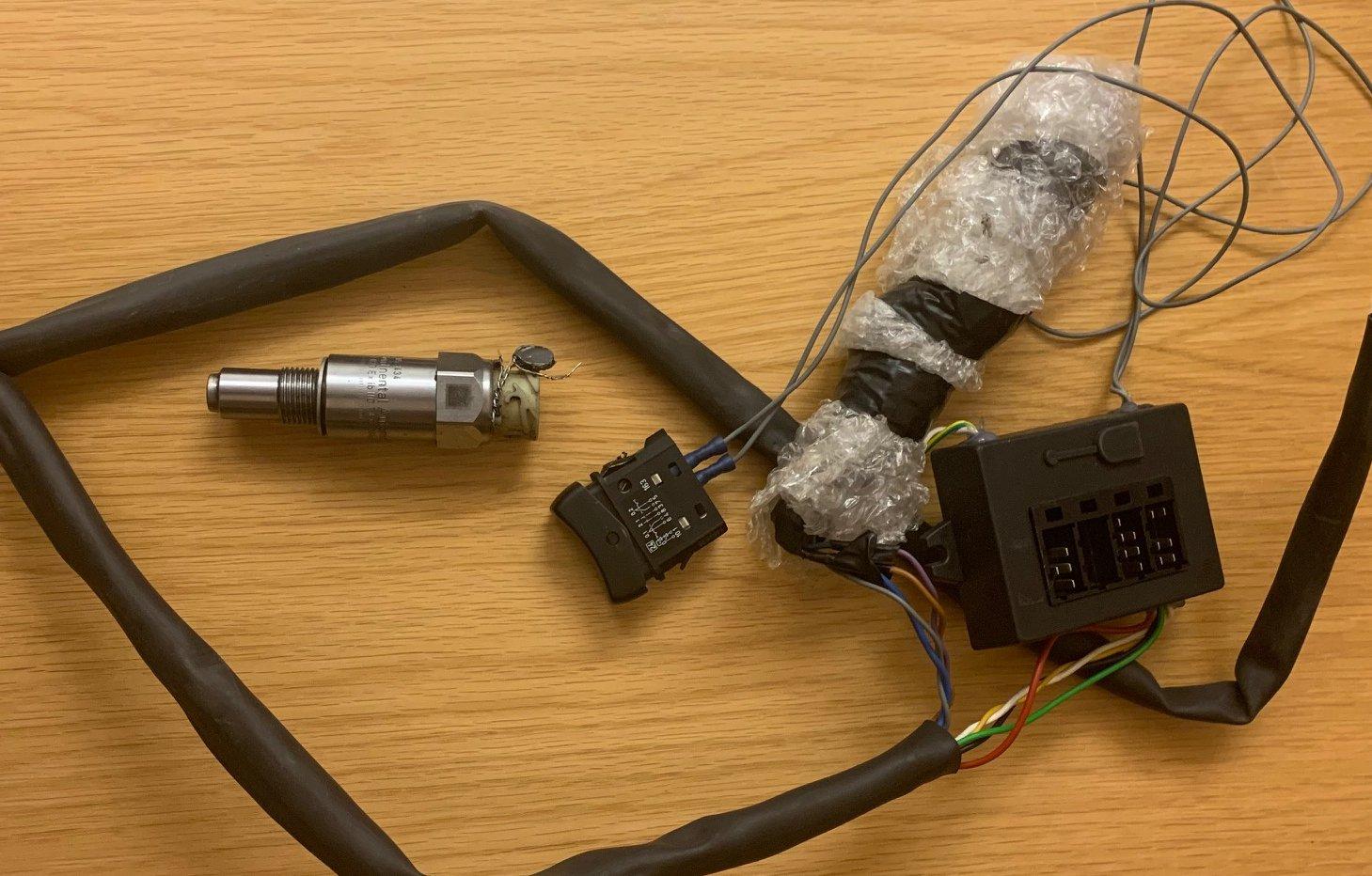 Detta är den extrautrustning man fann i fordonet. En vanlig och inte särskilt avancerad modell.