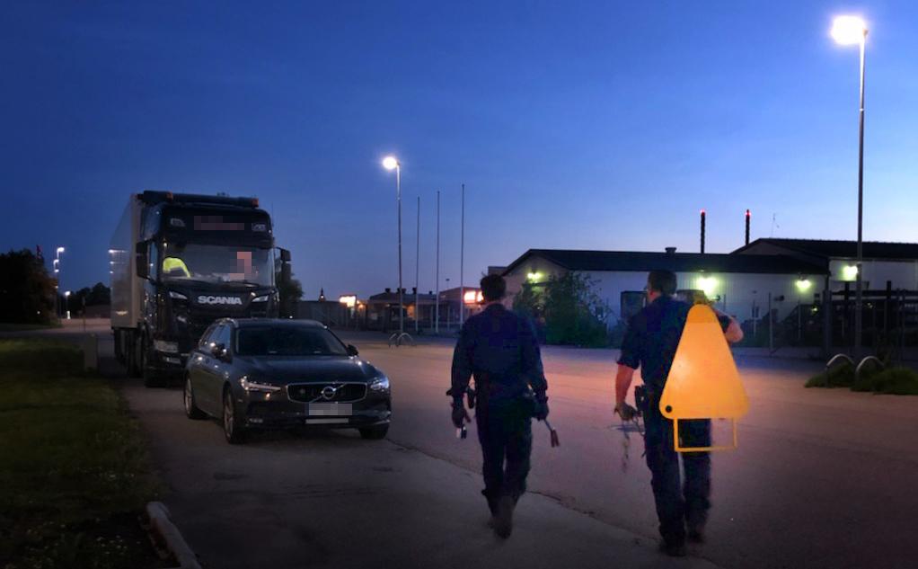 Klampningsutrustningen blev välanvänd under den nattliga kontrollen.